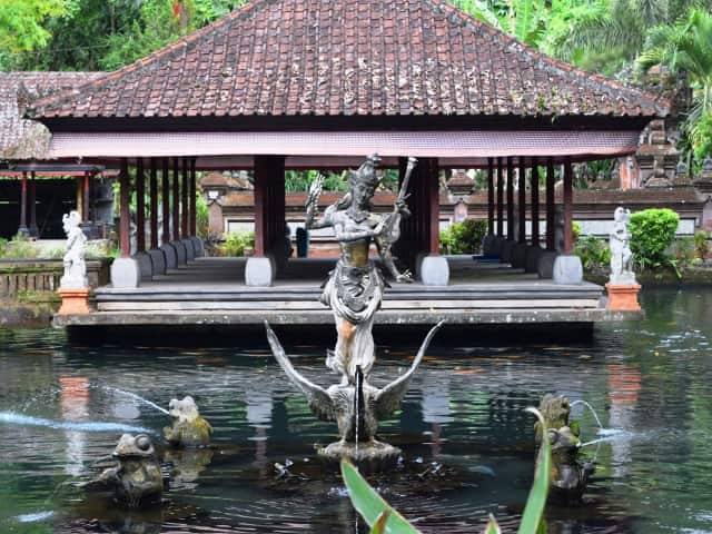 Private daytours in Bali temple